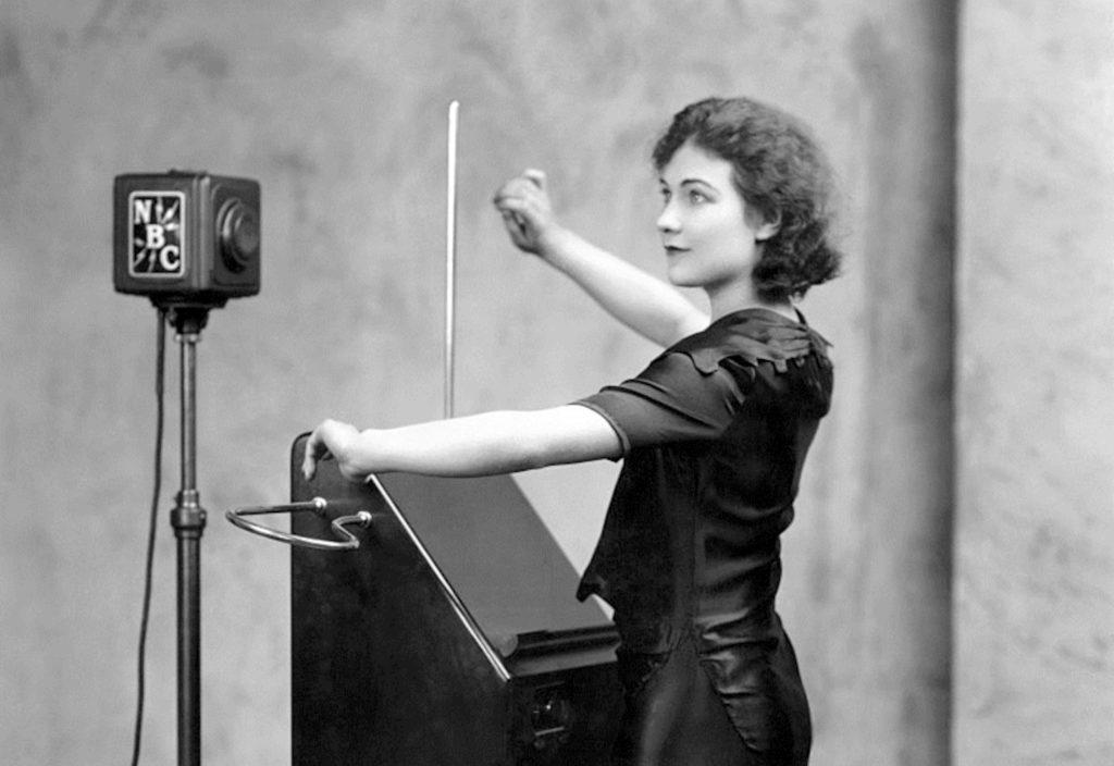 Alexandra Stepanoff - theremin
